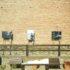 """olti di Barbaresco – 39 """"cavalieri"""" in bianco & nero circondano la Torre Medievale: una mostra fotografica en plein air consacra le stelle del vino"""