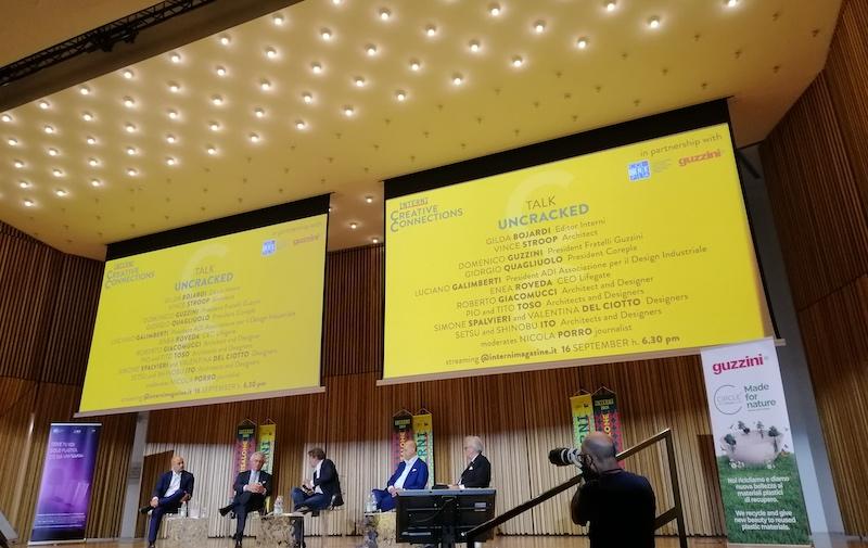 Guzzini e Corepla a Milano Fuorisalone 2021 presentano UNcracked: l'installazione che parla di riciclo e responsabilità ambientale