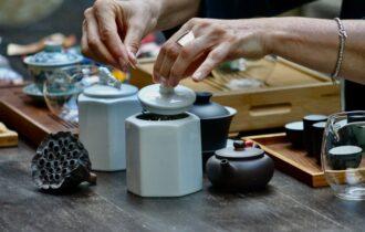 A Venezia la sommelier del tè Gabriella Scarpa insegna una cerimonia fatta di gesti e di lentezza