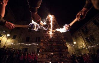 Una storia scritta con il fuoco: le Fiaccole di Abbadia San Salvatore (SI) verso la candidatura Unesco